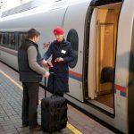 Проверка билетов и посадка пассажира в вагон эконом-класса